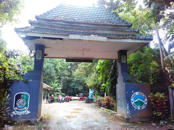 Gerbang Meru Betiri photo by rheevarinda