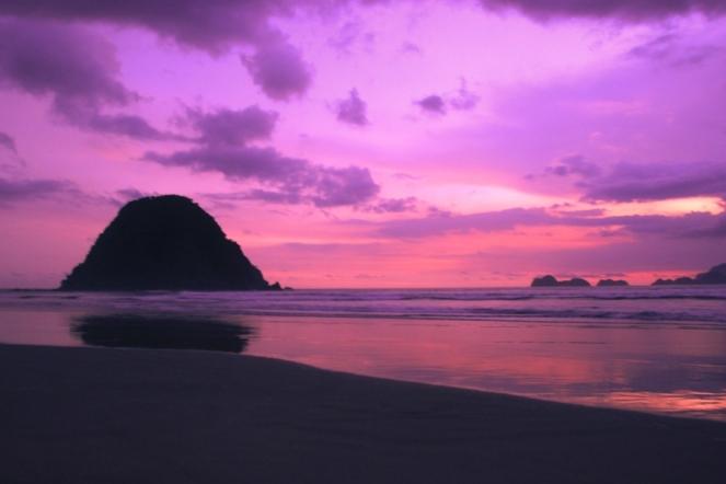 Senja di Pantai Pulo Merah